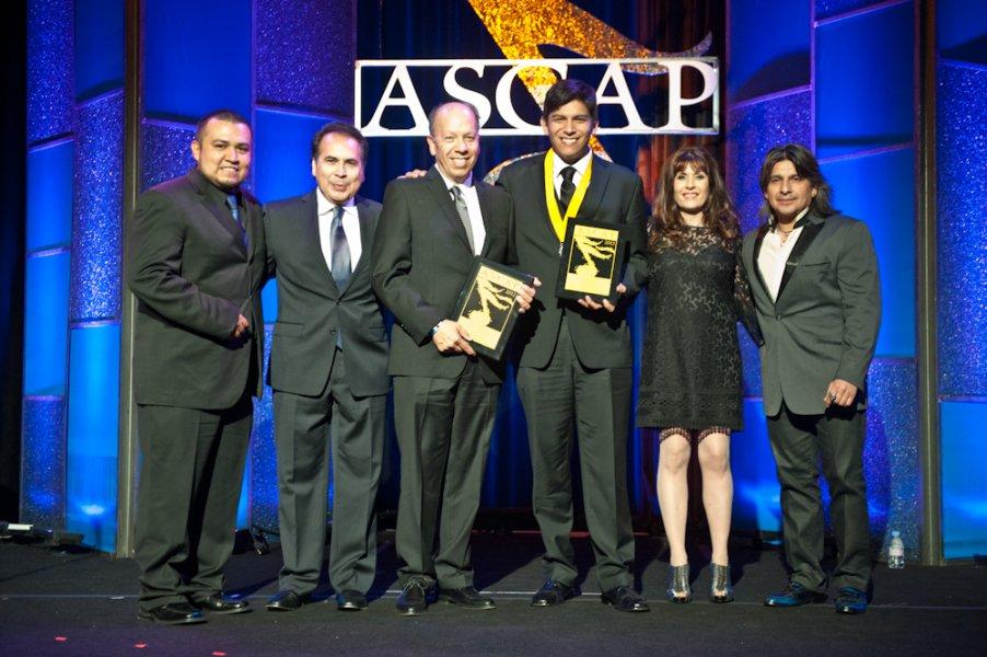 Elias Medina Recibiendo Premio ASCAP 2012